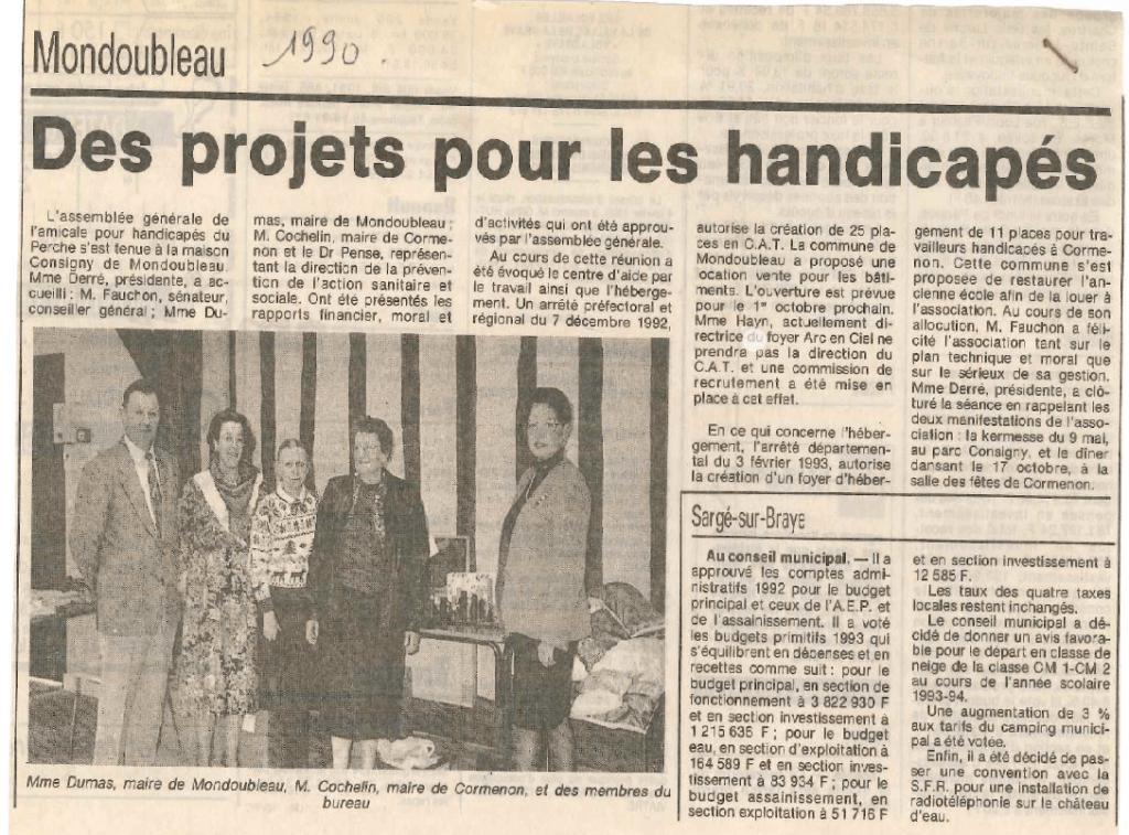 """Article du journal local sur la commune de Mondoubleau daté de 1990 dont le titre est """"Des projets pour les handicapés"""""""